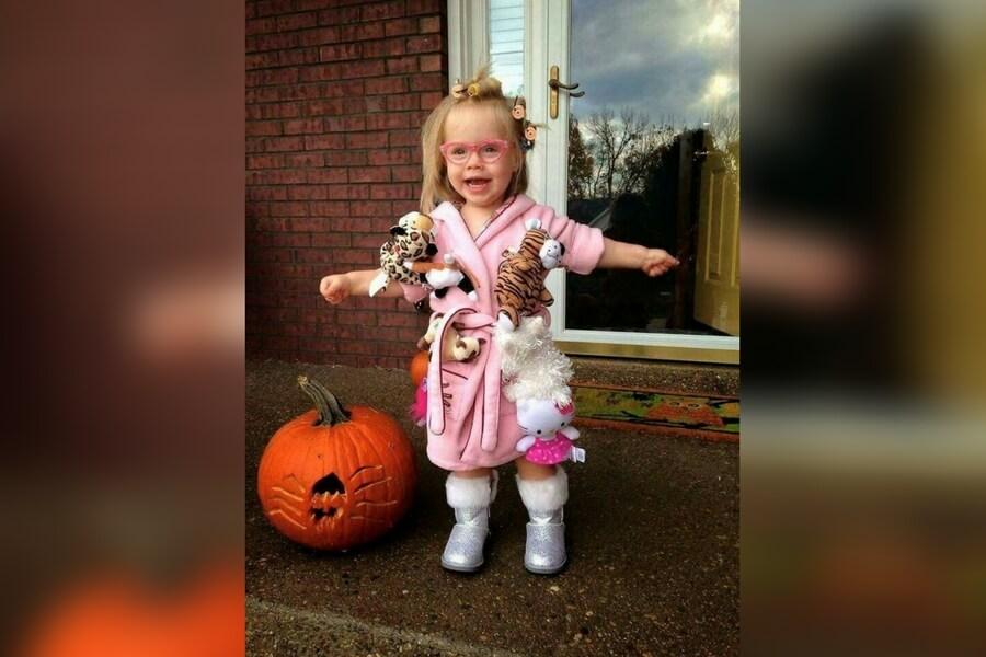 funny-kids-halloween-costumes-cat-lady-1-59678.jpg