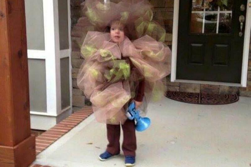 funny-kids-halloween-costumes-fart-1-73257.jpg