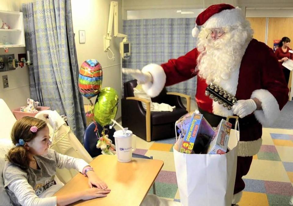 Santa visits St Louis Childrens Hospital
