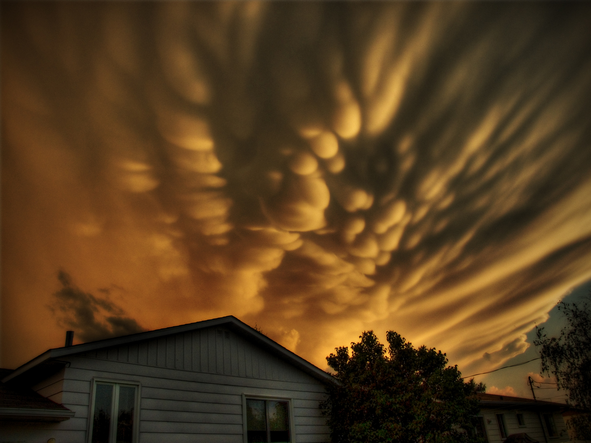 how do mammatus clouds form
