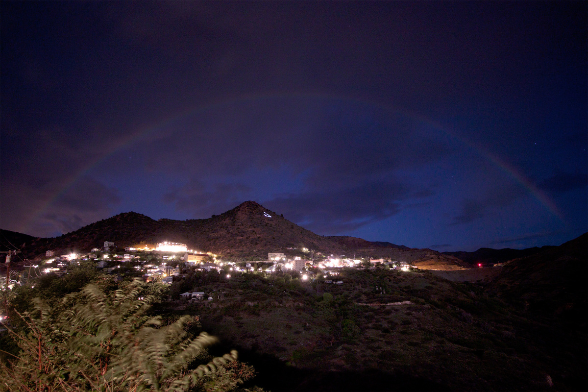 what does a moonbow look like