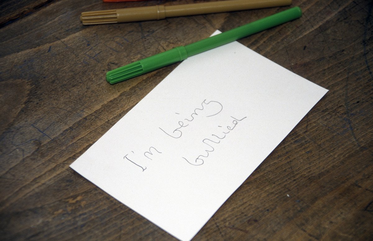 A handwritten note asking for help