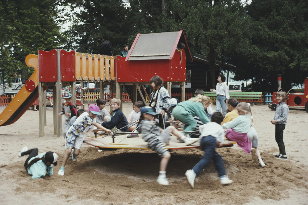 children have more freedom to play in 90s