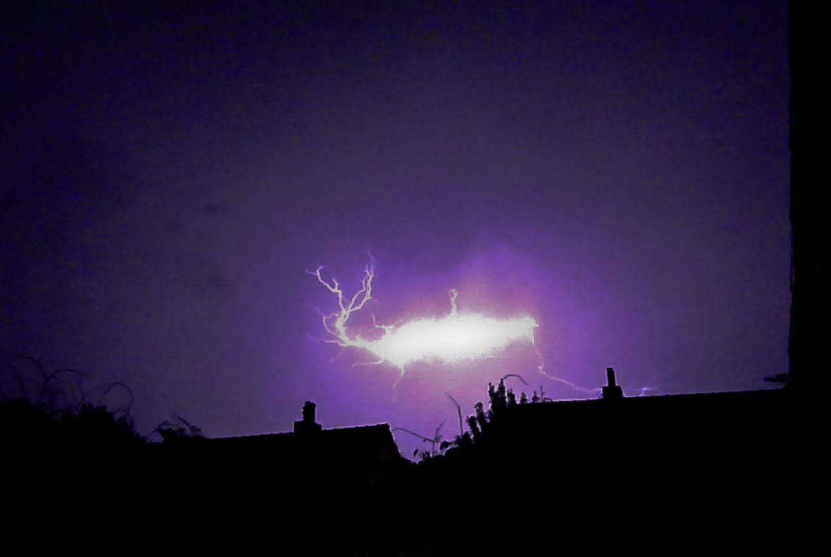 what causes ball lightning