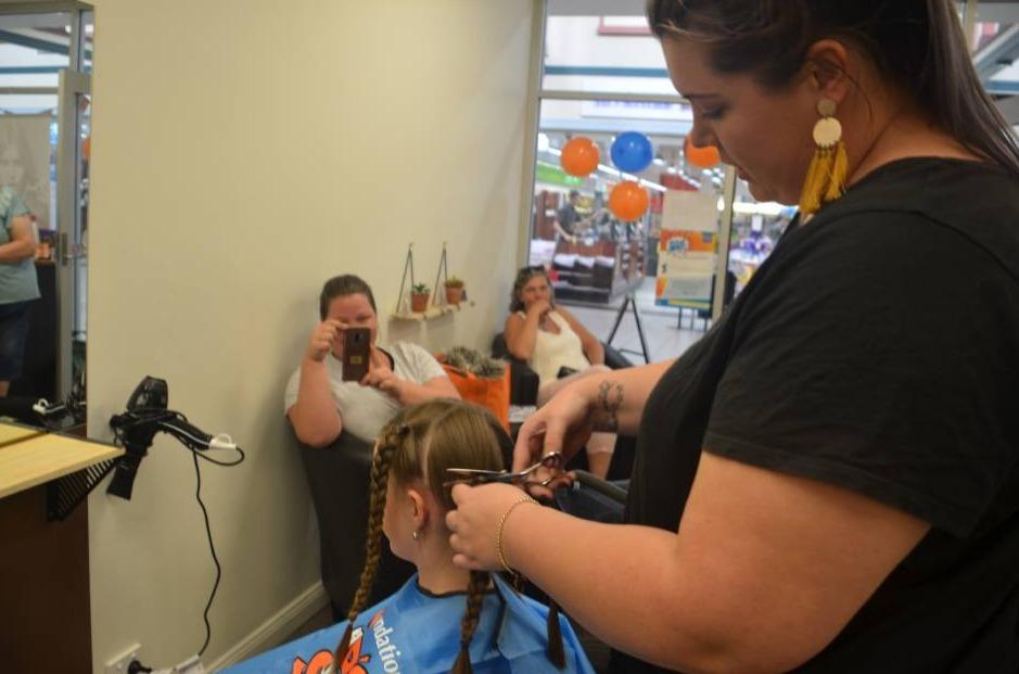 Kyarah cutting her braids