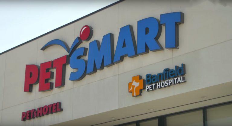 petsmart sign storefront