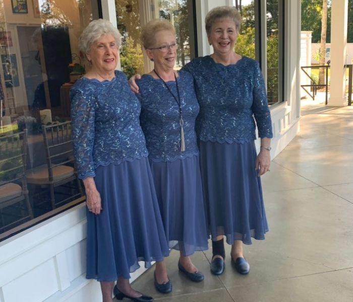 cute grandmas same dress