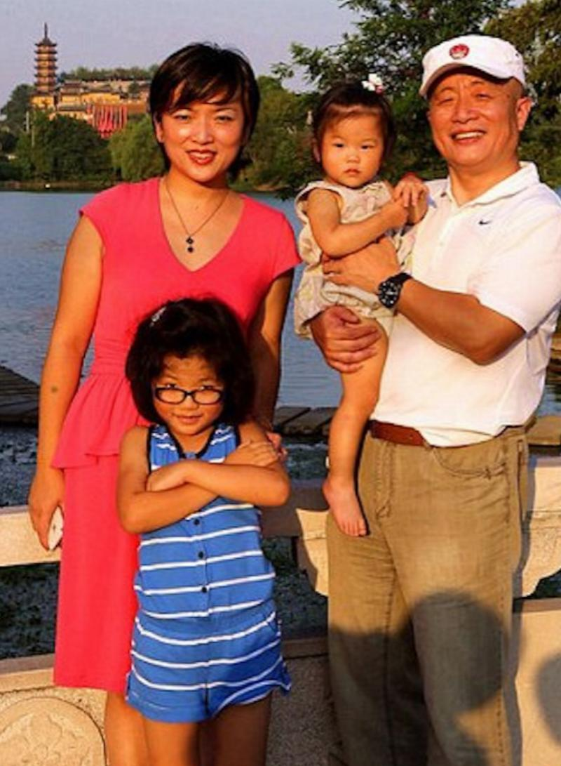 2013 yunqing family hua, huahua, and two granddaughters