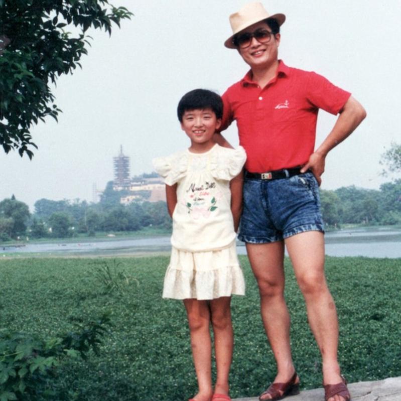 1989 hua and huahua by lake