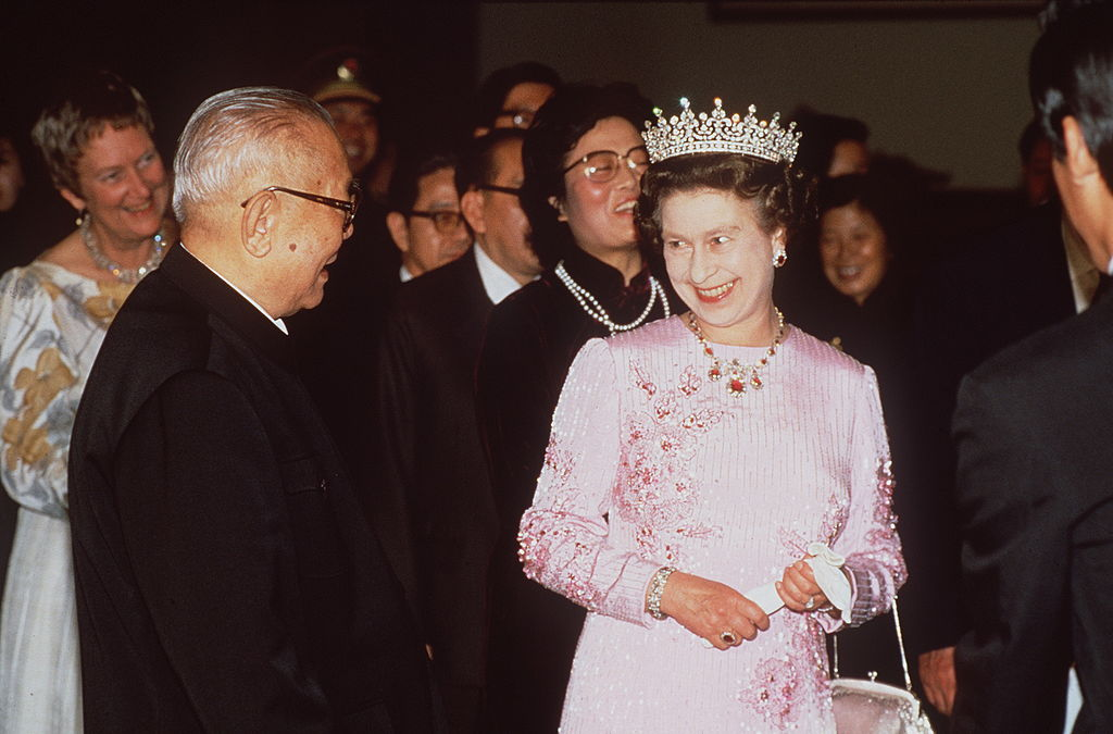 The Queen With President Li Xiannian At A Banquet In The Hall Of The People. She Is Wearing A Dress By Fashion Designer Ian Thomas-52102426