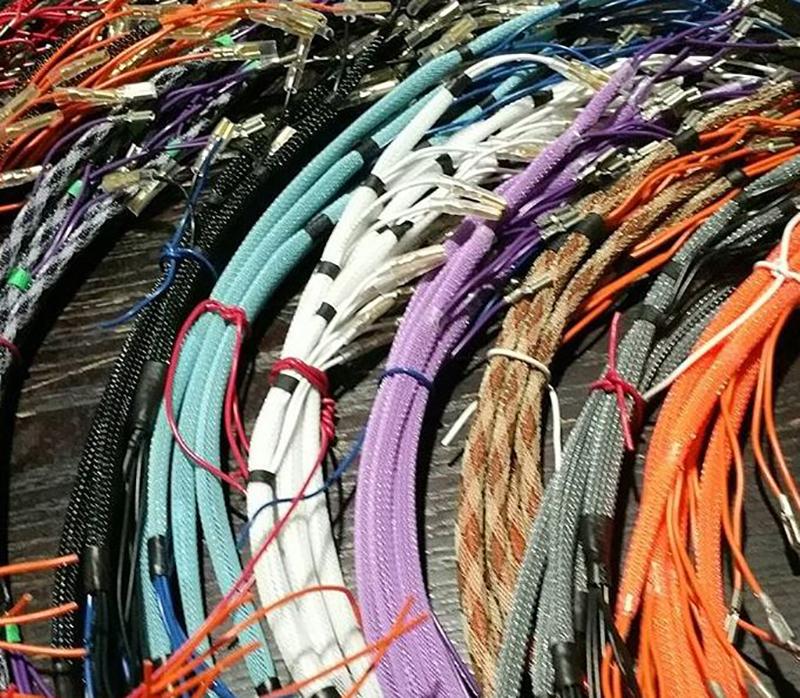 organize-desk-office-wires