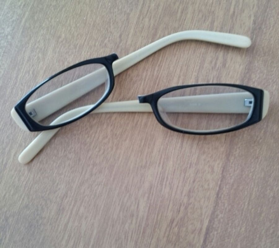 mother broken glasses