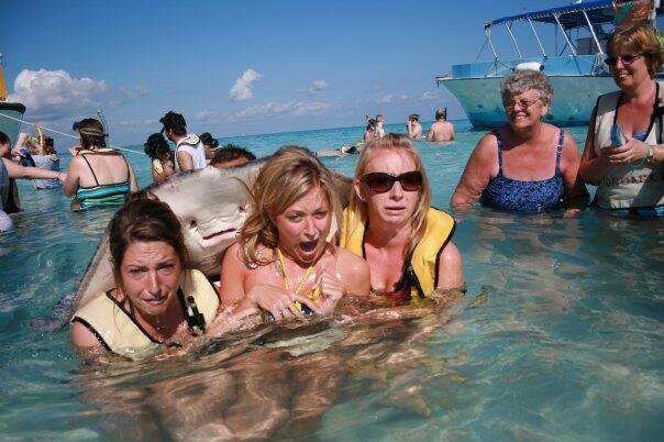 Stingray photobombs three women