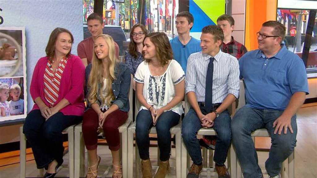 16-mccaughey-septuplets-today-28002-38157