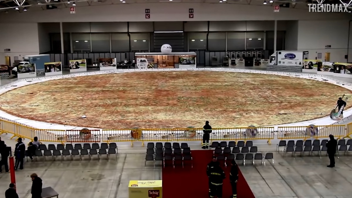 the worlds biggest pizza was made in italy