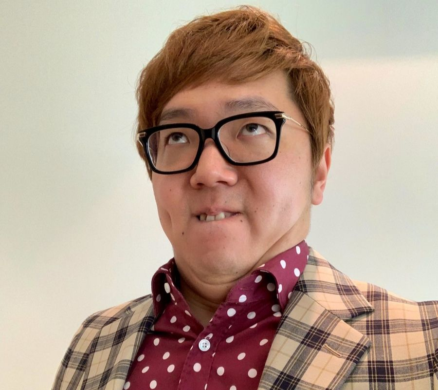 hikakin_funnyface_with glasses