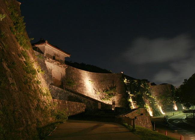 shuri jyo at night