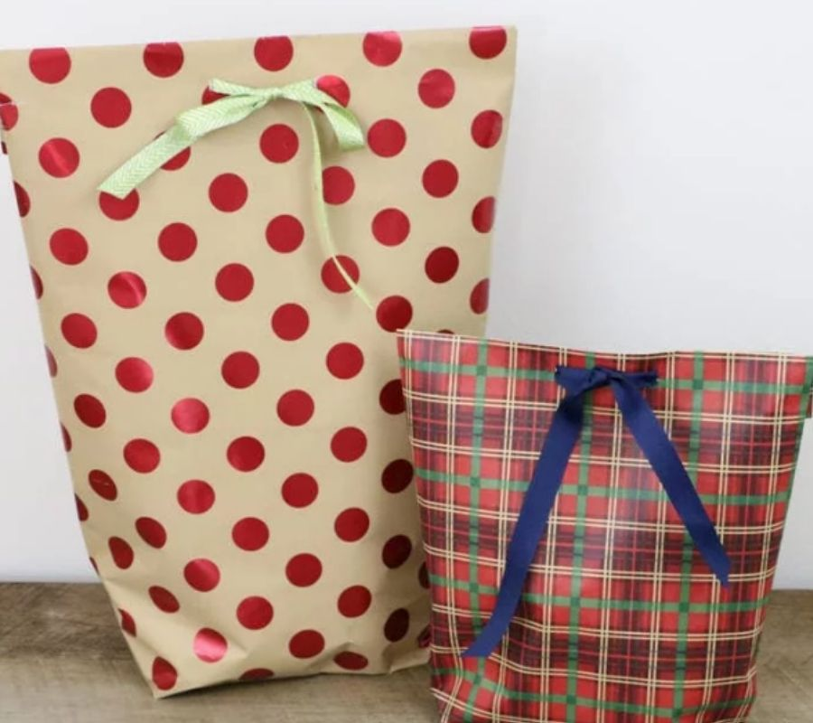 bags made out of wrapping paper