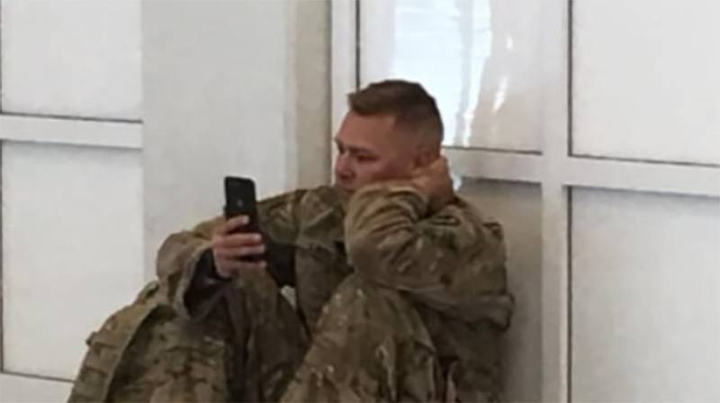 soldier-looking-at-his-phone
