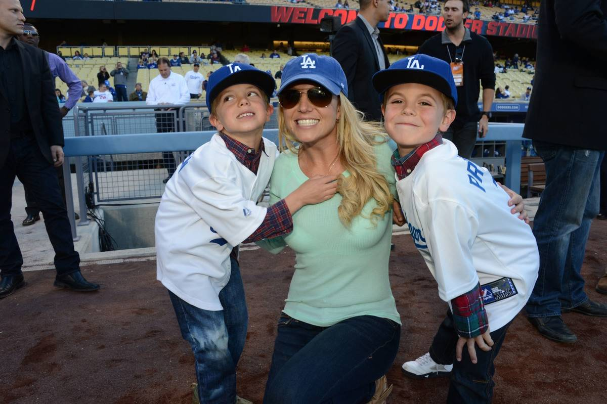 Britney Spears' Sons Are Too Cool For Hugs