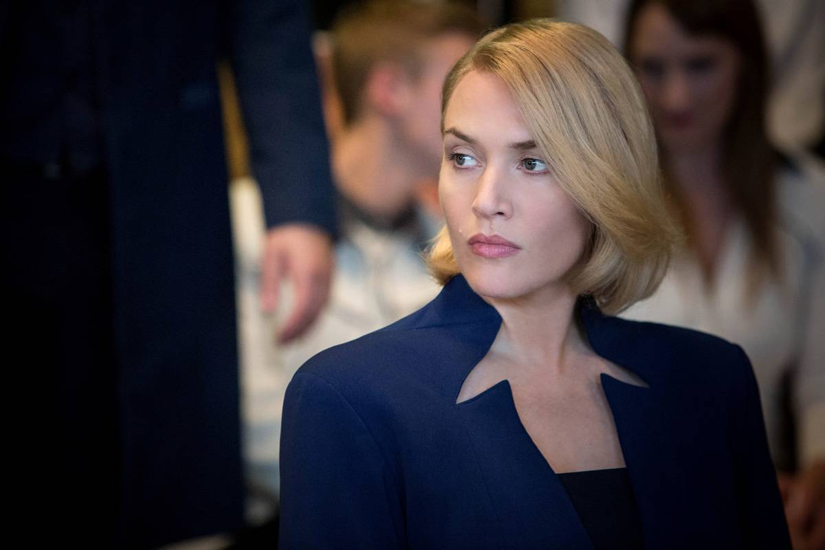 Kate Winslet Held A Lot Of Files While Filming Divergent