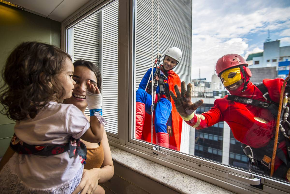 brazil-superhero-window-washers