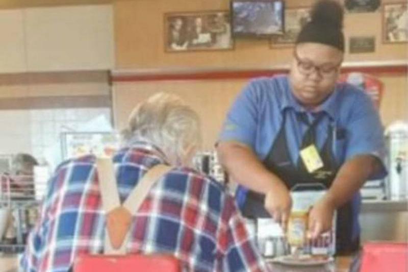 17-FOX8-WGHP-waitress-hidden-camera-95199