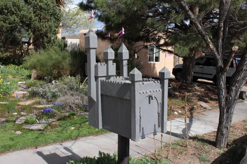 castle-mailbox