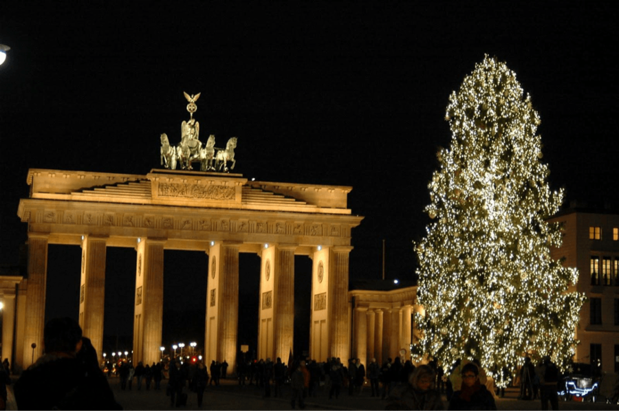 010-11-brandenburg-gate-tree-in-germany-09515acdba597283977e1875ef764716