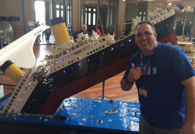 120000 LEGOS to make this Titanic replica