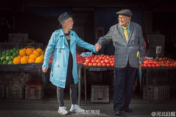 Adorable old couple anniversary photo shoot