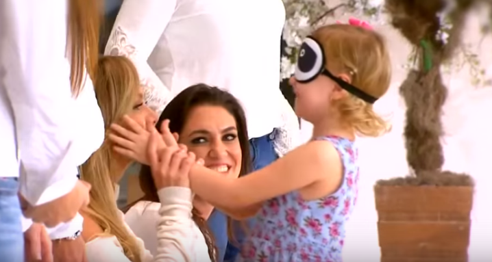 Blindfolded Children recognize their moms using nothing but touch