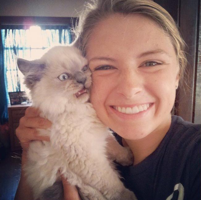 Cat Avoids Human Gives Hilarious Face
