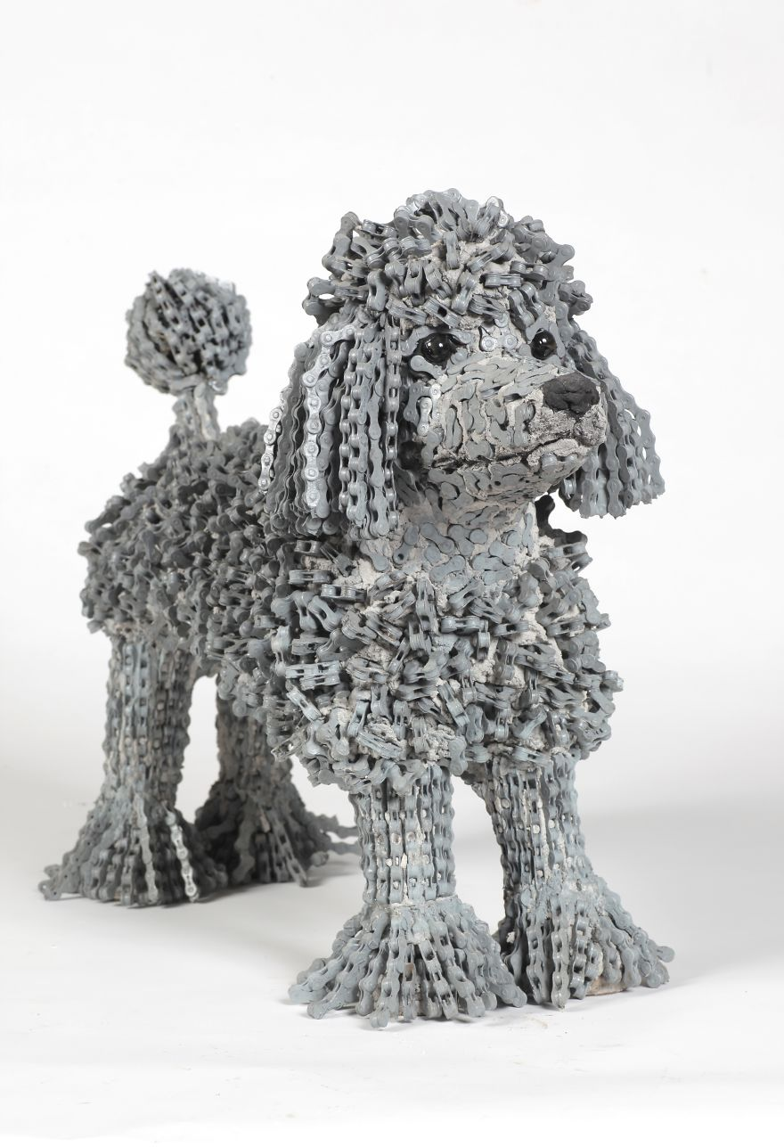 Dog artwork using recycled bicycle chains