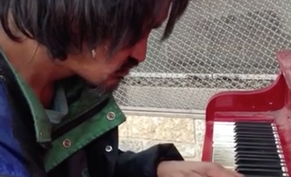 Earlier this year we found out about a homeless man from Canada, who played an amazing, heart-felt piano melody, which brought tears to many faces around the world.