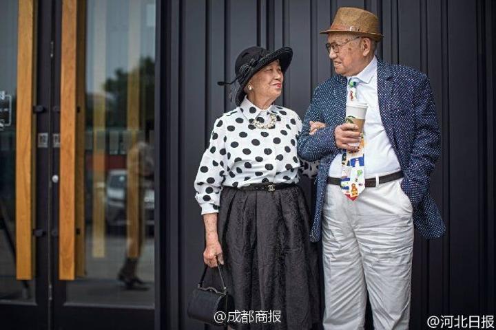 Old couple anniversary photo shoot