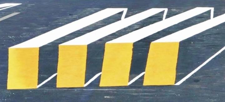 Simple optical illusion on crosswalks
