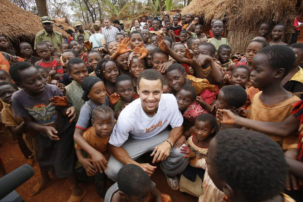 Steph_Curry giving back.jpg