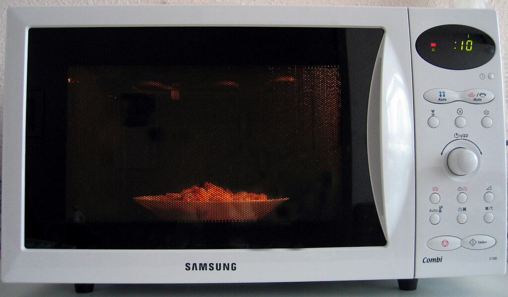 Nuke a Bowl of Vinegar to Clean Your Microwave