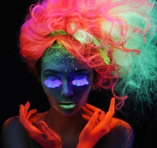 trend - glow in the dark hair